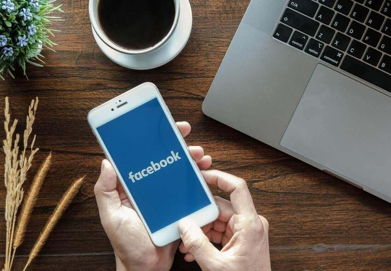 Rețea de socializare Facebook